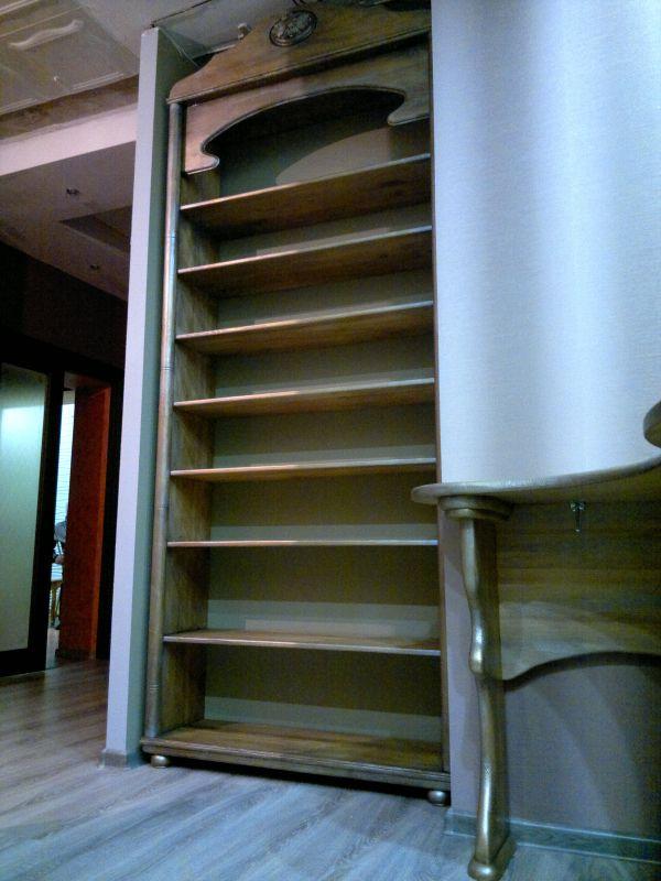 стол и книжный шкаф Древа Цвет из дуба