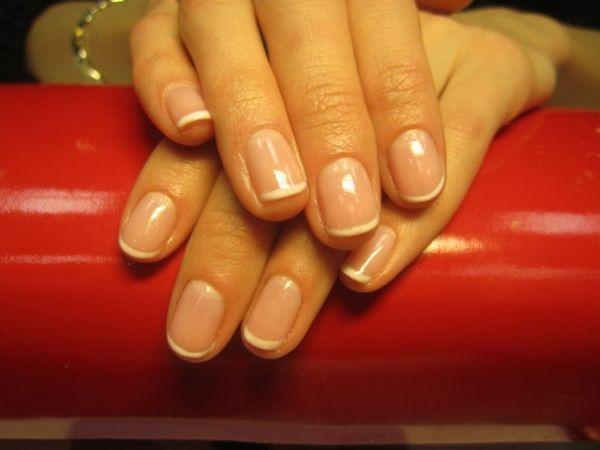 Натуральное покрытие ногтей на короткие ногти