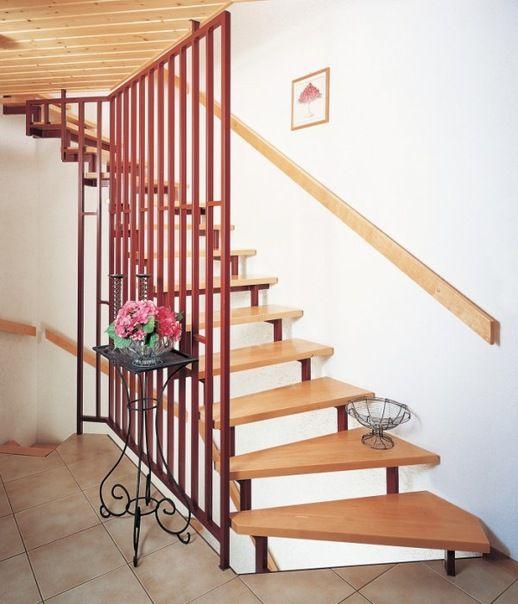 Покраска металлической лестницы
