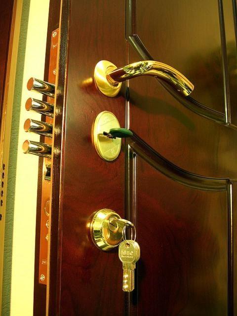 изготовление и установка бронированных входных дверей в москве