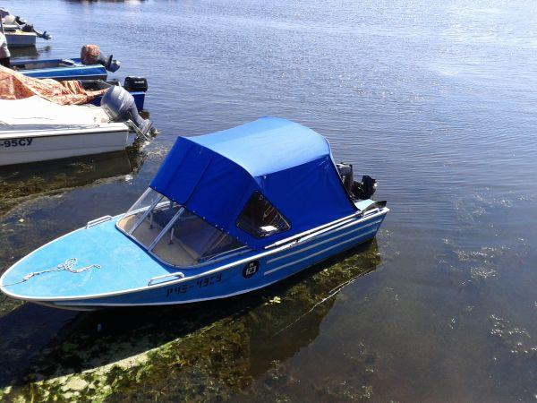 фото лодки днепр с тентом