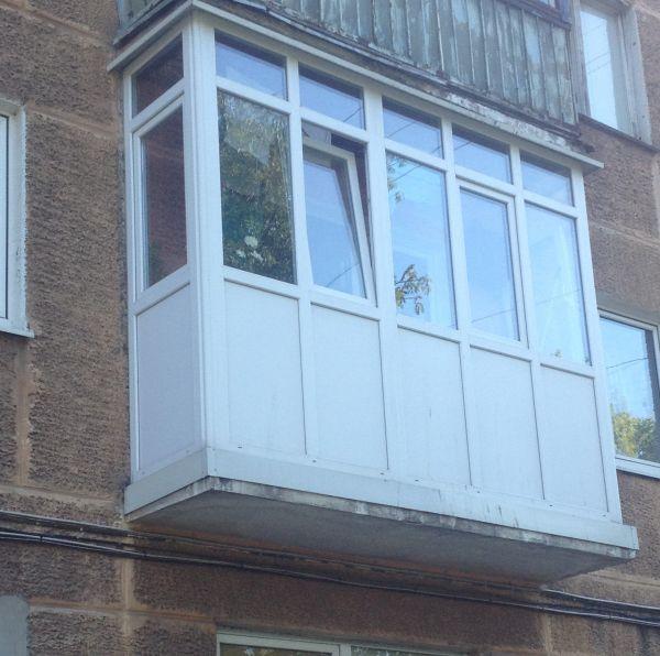 Балкон французский - остекление из пвх профиля на всю высоту.