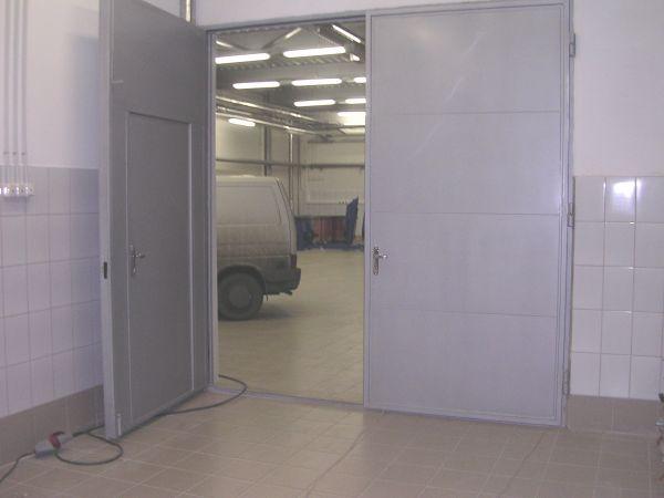 распашные стальные промышленные двери